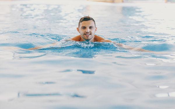 yüzme eğitimi vermek